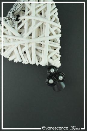 bague-reglable-en-aluminium-caciope-couleur-noir-et-blanc-sur-fond-noir