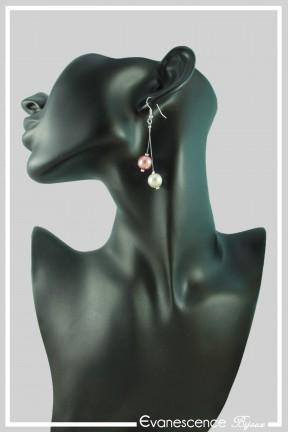 boucles-d-oreilles-en-fil-cable-dante-couleur-rose-et-blanc-portees
