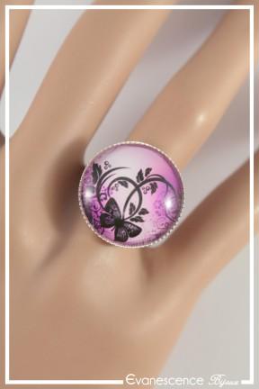 bague-reglable-cabochon-papillon-couleur-rose-et-fuchsia-portee-zoom
