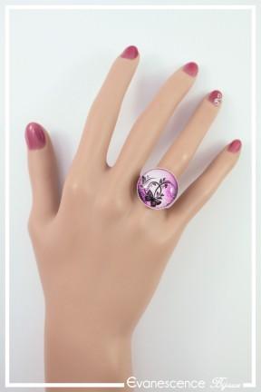 bague-reglable-cabochon-papillon-couleur-rose-et-fuchsia-portee