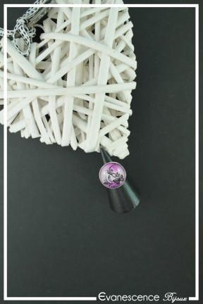 bague-reglable-cabochon-papillon-couleur-rose-et-fuchsia-sur-fond-noir