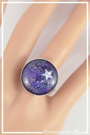 bague-reglable-cabochon-galaxie-couleur-bleu-et-violet-portee-zoom