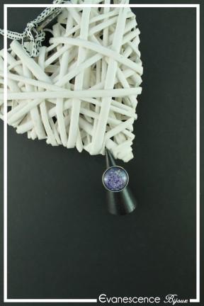 bague-reglable-cabochon-galaxie-couleur-bleu-et-violet-sur-fond-noir