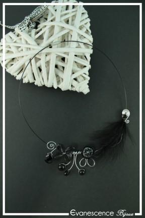 tour-de-cou-cable-nala-couleur-argent-et-noir-sur-fond-noir