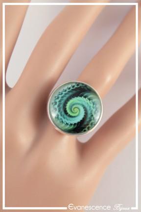 bague-reglable-spirales-couleur-noir-et-vert-portee-zoom