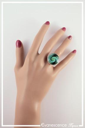 bague-reglable-spirales-couleur-noir-et-vert-portee