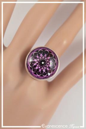 bague-reglable-rosace-couleur-noir-et-rose-portee-zoom