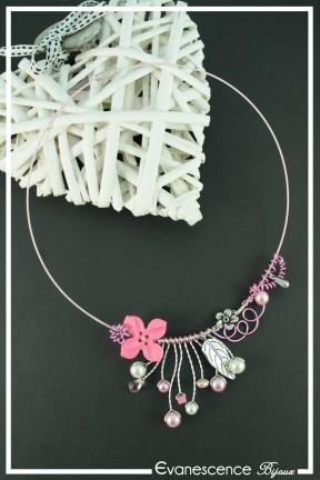 tour-de-cou-cable-popi-couleur-rose-et-argent-sur-fond-noir
